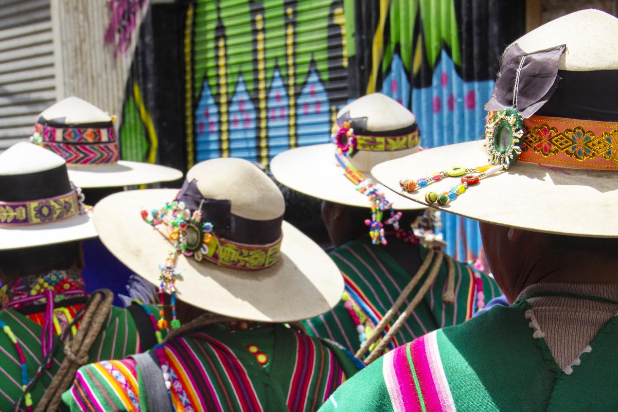 bolivia traditional garment