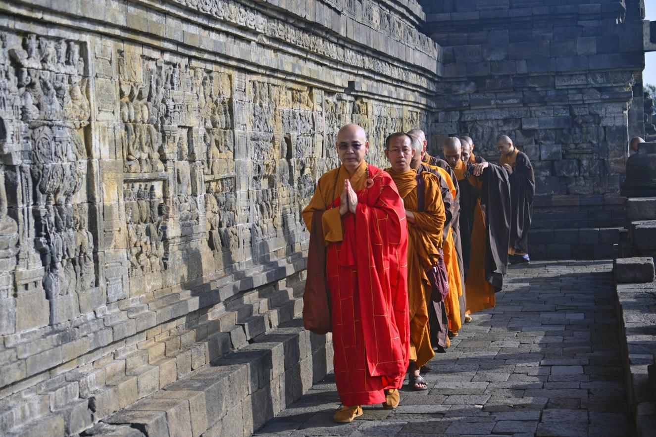 borobodur indonesia monks temple