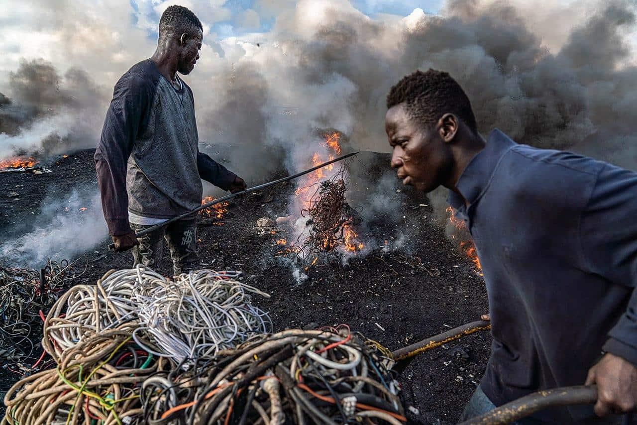 agbogbloshie accra ghana burning landfill