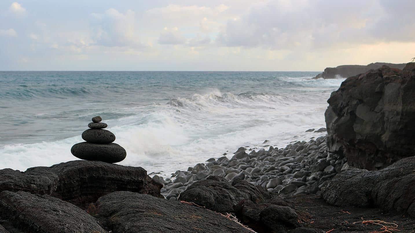 hawaii usa kaimu beach park rocks